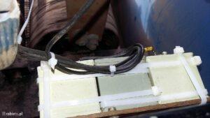Bateria kondensatorów zamocowana napłycie mocującej